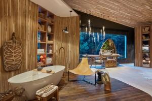 Aldeia Sala de Banho – por André Brandão e Márica Varizo